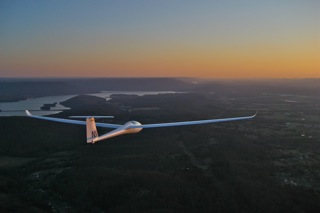 LS8 (NN) on Final Glide at Sunset.jpg
